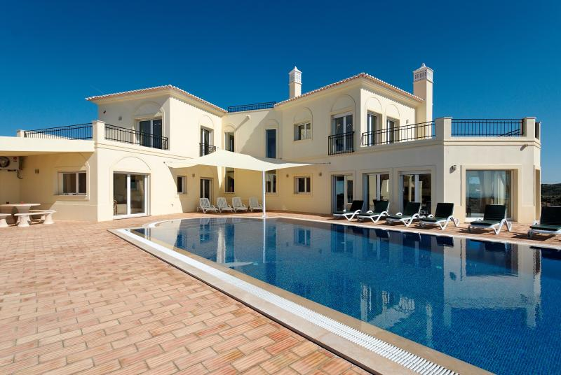 A magnificent executive villa with panoramic views down to Tavira and the Mediterranean