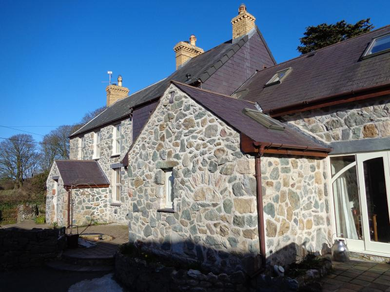 House in the Yard - The Owl Barn, holiday rental in Dwyran