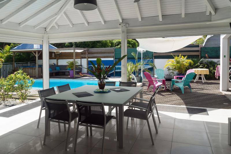 8 seater dining area