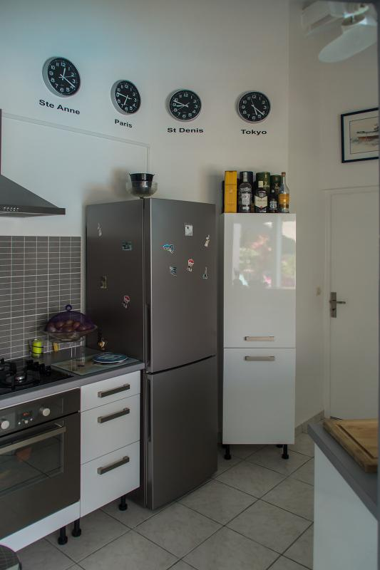 Fully equipped: oven, plate 4 burners gas, fridge-freezer