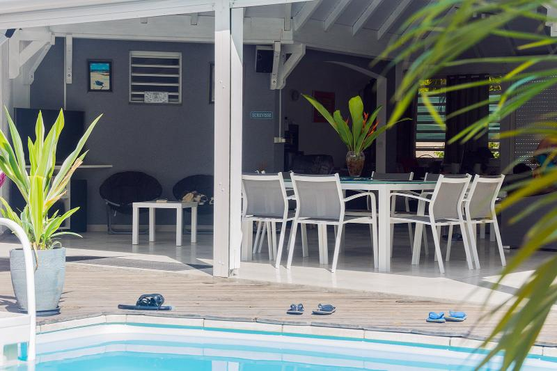 Stay open on terrace