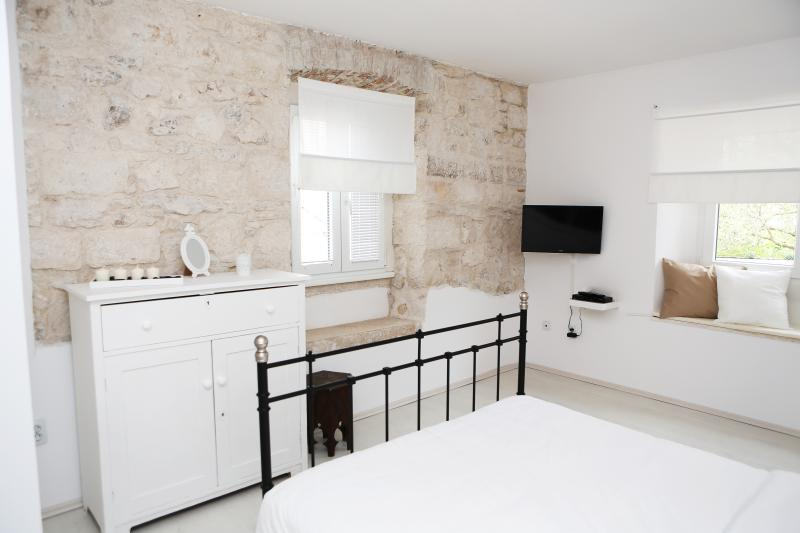 New apartment in old stone house for relaxing just 100 meters from the old town.