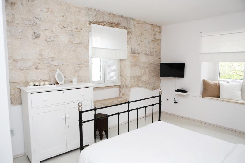 Neue Wohnung im alten Steinhaus für nur 100 Meter von der Altstadt entspannen.