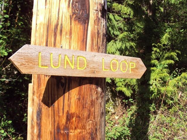signo de paseo lazo Lund (estamos justo arriba de la colina)