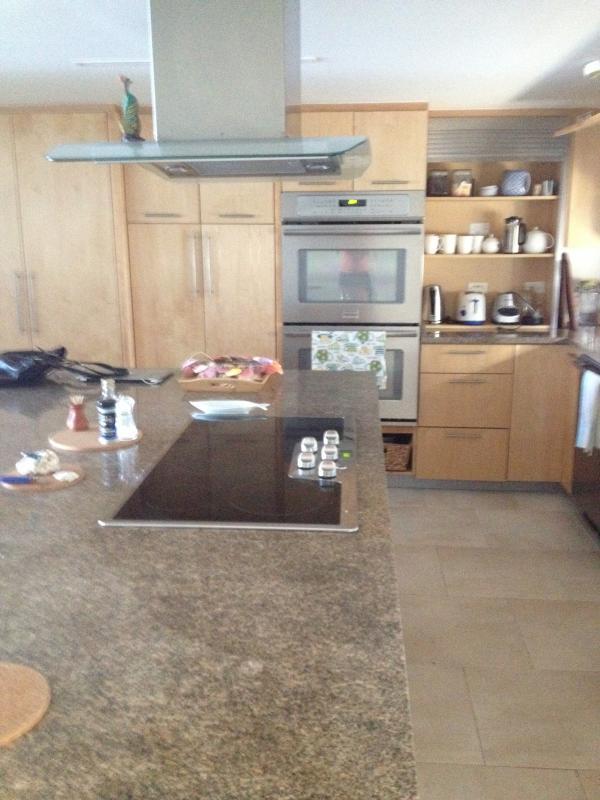 Kitchen: range