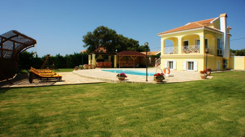 Morgorlwg Fila luxury exclusive secluded 4 bedroom villa, alquiler de vacaciones en Cefalonia