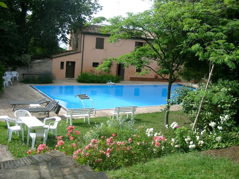 Villa con piscina vicino al mare, vacation rental in Fano
