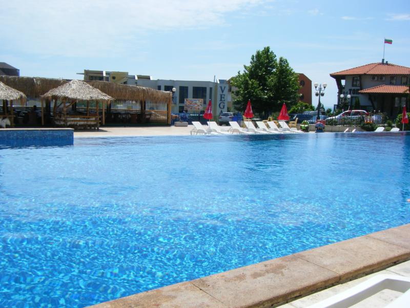 Next to Beach & Marina in Vlas, vacation rental in Sveti Vlas