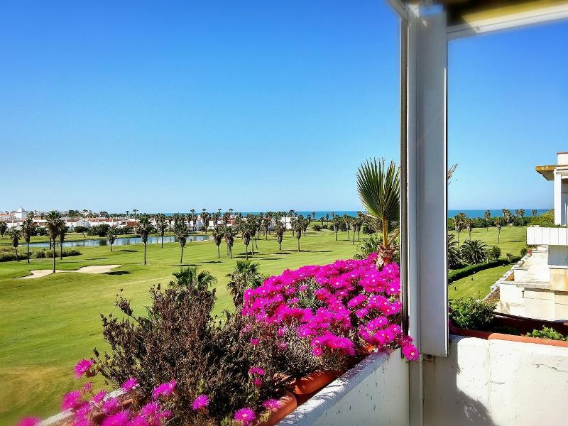 ATICO DUPLEX VISTAS MAR+GOLF COSTA BALLENA.ROTA, vacation rental in Rota