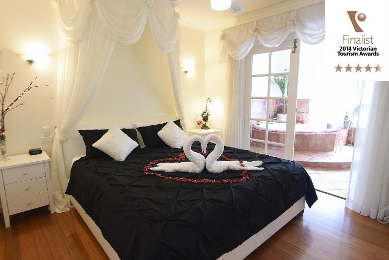 Lakeside Cottage Luxury B & B, holiday rental in Croydon