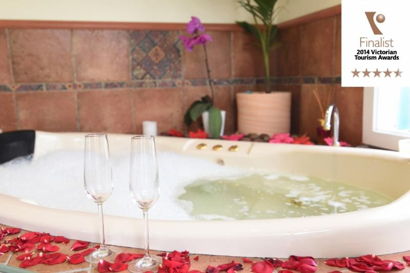 Oval spa for two