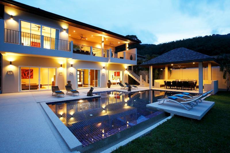 JADE: 7 Bedroom, Private Pool Villa near Beach, Sleeps 19 Guests, holiday rental in Nai Harn