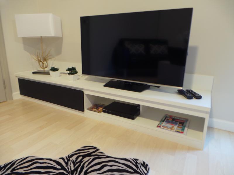 42 Inch Led Tv, dvd, satelitte