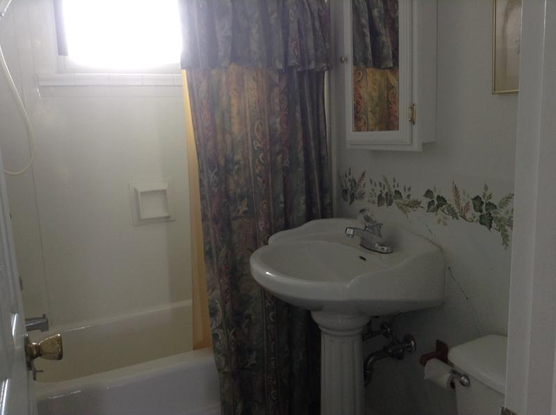 Cuarto de baño de tamaño completo