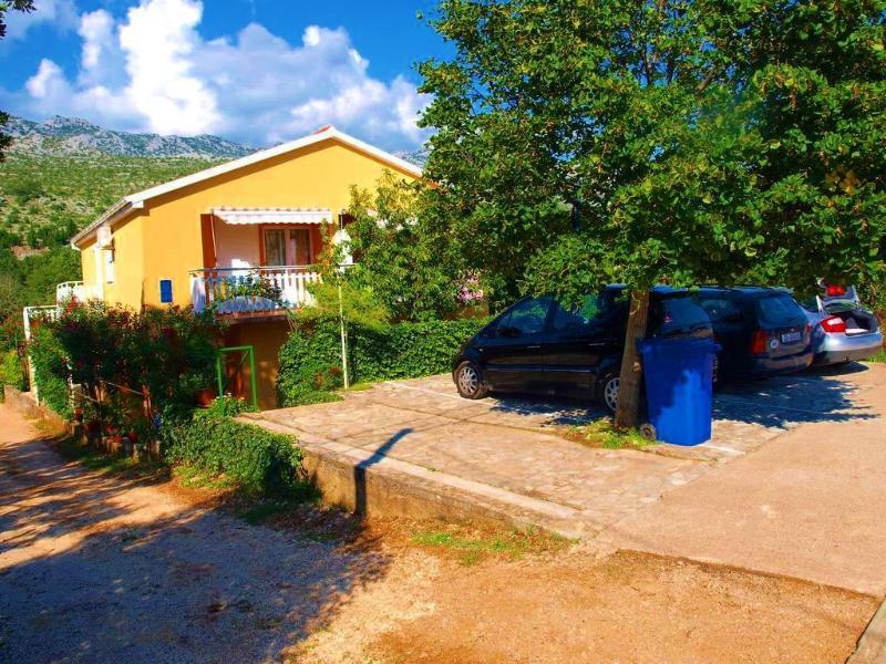Maison avec appartements et parking