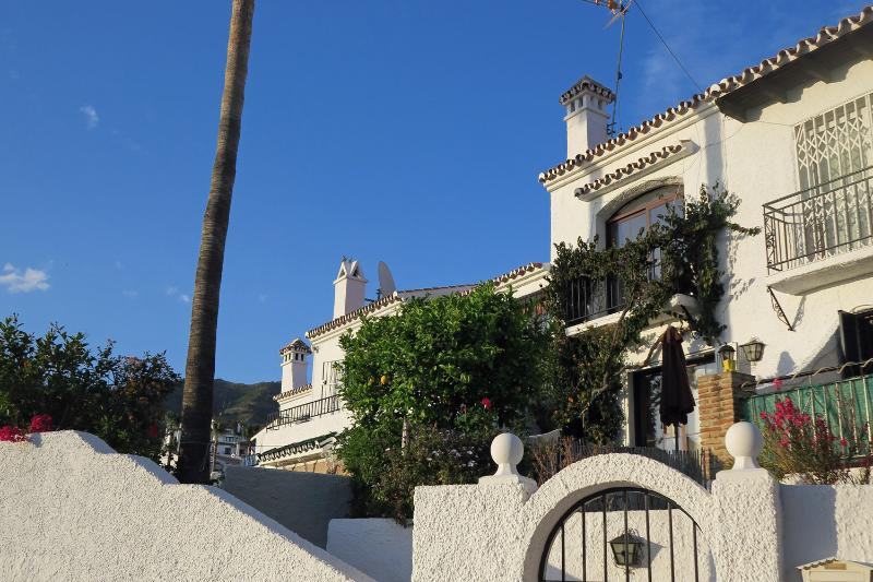 On the other side: Private garden with lemon & palm trees, with gate entrance from the street