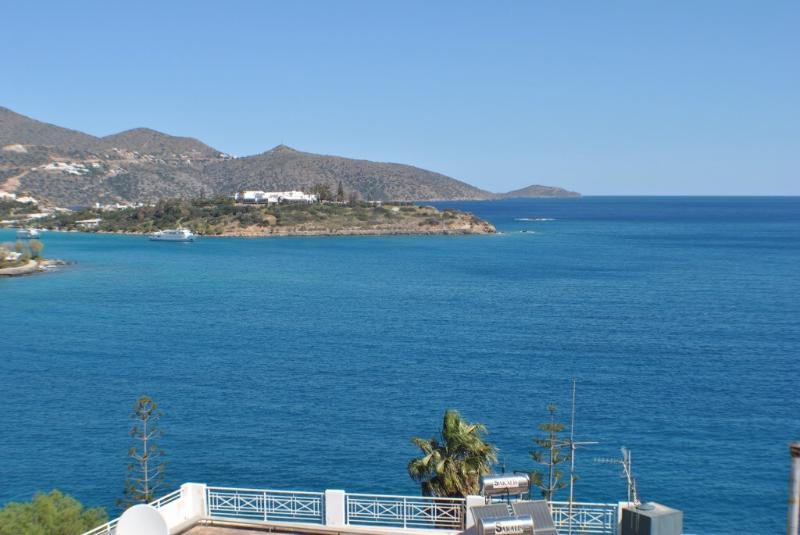 Big Blue Luxory Apartment, location de vacances à Agios Nikolaos