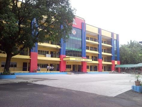 Il liceo scienza Quezon City è a pochi isolati di distanza