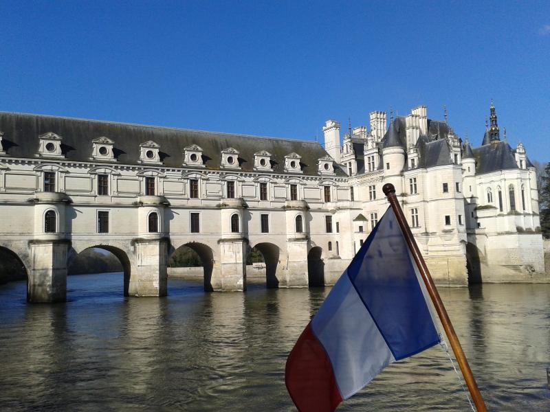Le Château de Chenonceaux, depuis Le Bélandre, promenade sur le Cher, 3 Kms du gite