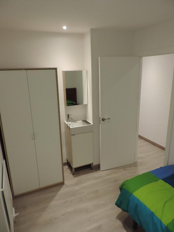 Dormitorio Individual dos con lavabo