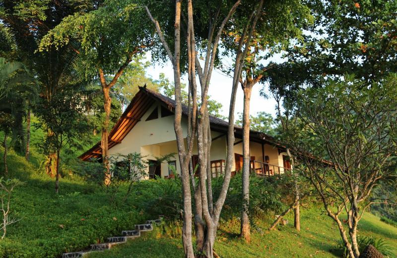 Lado esquerdo Villa Gamrang