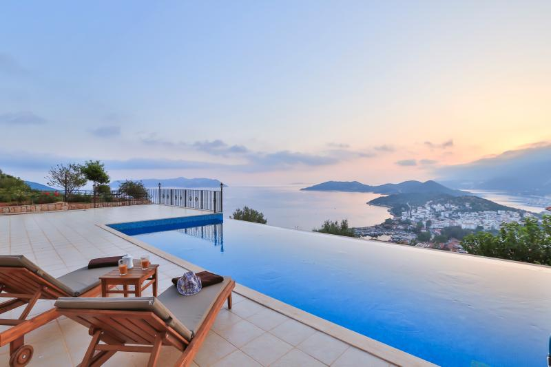 Spectacular poolside views