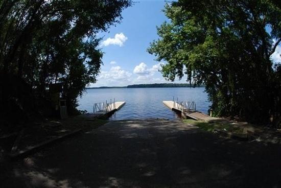 Rampe de mise juste en bas de la rue avec un excellent accès au lac Talquin.