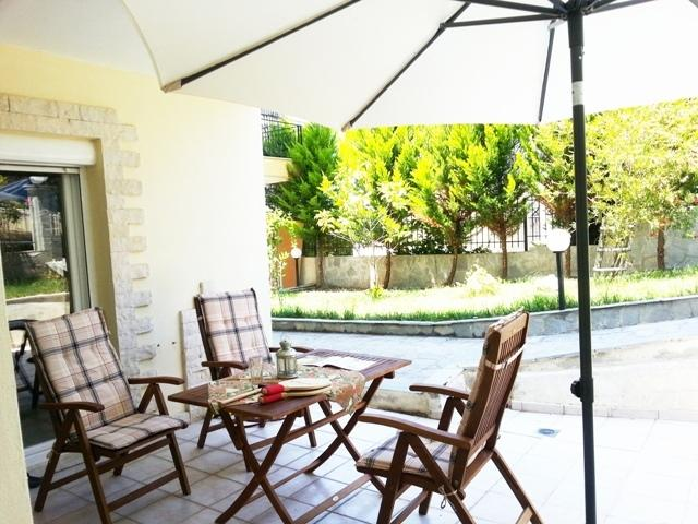 Garden Spacious Two Bedroom Natalia, vacation rental in Kassandrino