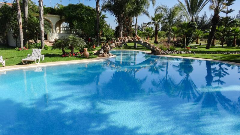 Big villa with swimming-pool & Wifi, alquiler de vacaciones en Región de Rabat-Salé-Zemur-Zaer