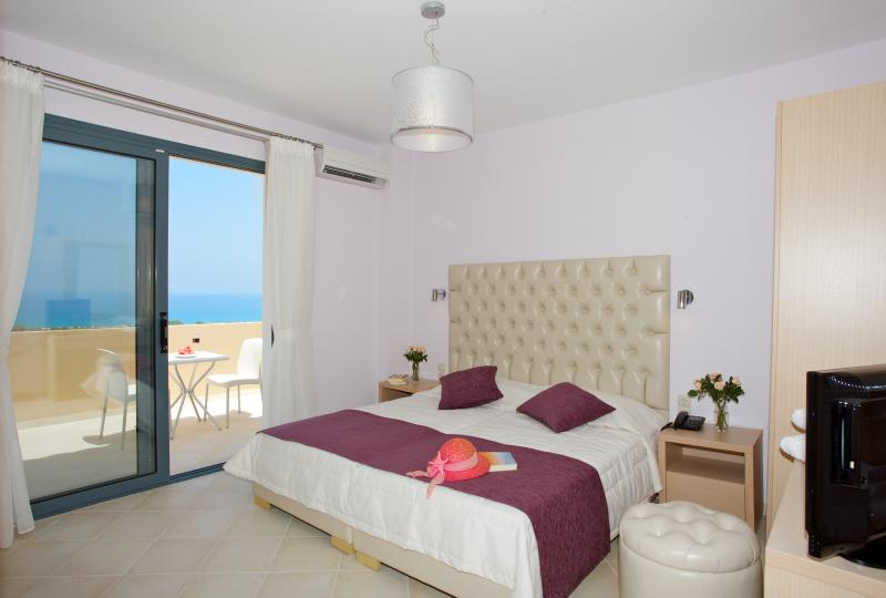Spacious master bedroom  located on the upper level, has a Cocomat mattress and a sea view balcony.