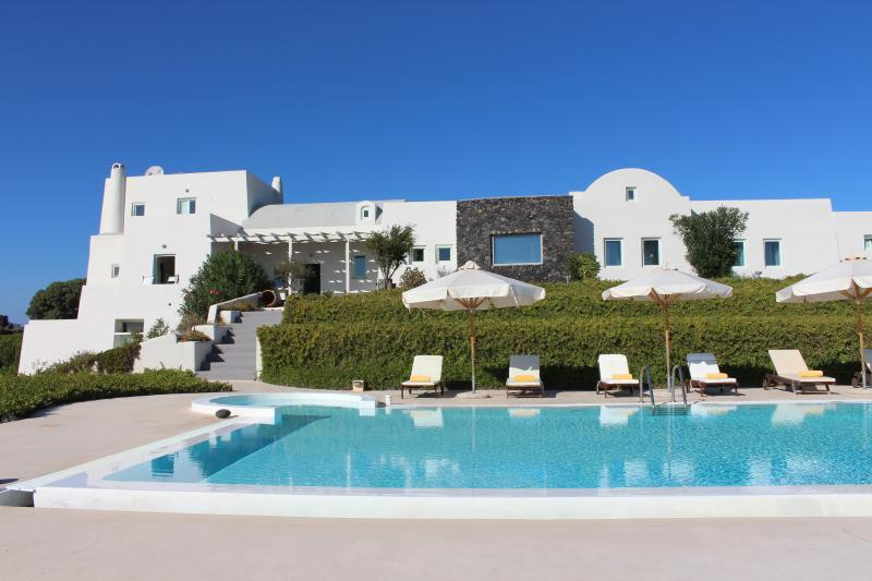 Santorini Luxury Villa with stunning sea views, location de vacances à Akrotiri