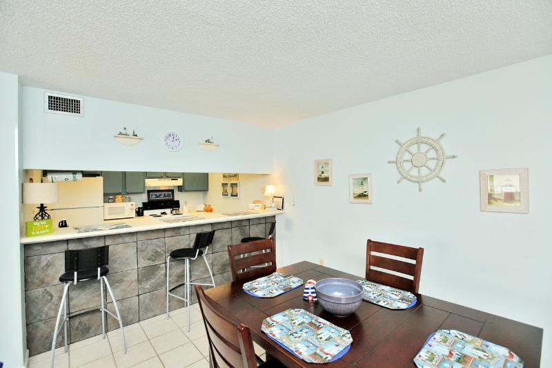 Kitchen w/ Breakfast Bar & Dining Area