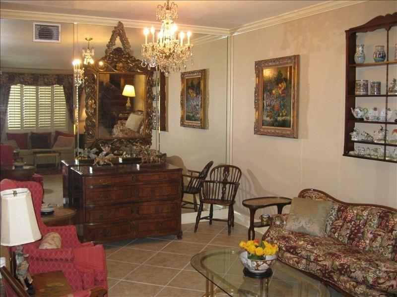 Minutes Fm Super Dome, Secure Gated, Mardi Gras, holiday rental in Metairie