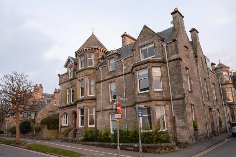 Stunning three bedroom apartment in St. Andrews, 200 yards from the 18th green of the Old Course