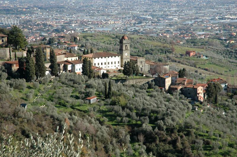 court house in the medieval San Gennaro, holiday rental in Villa Basilica
