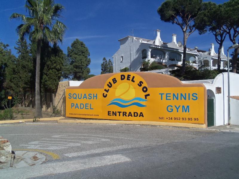 Club del Sol ( Tenis , Padel , Squash , Gym ) a 5 minutos a pié.