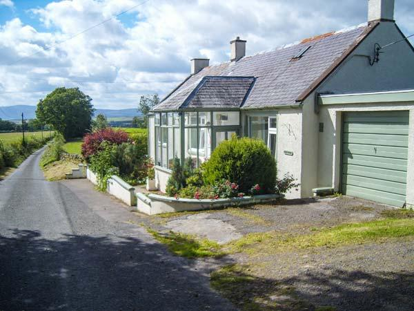 WEST WINDS, pet-friendly, country holiday cottage, with a garden in, vacation rental in Lockerbie