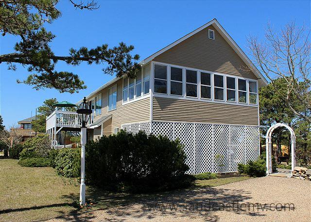 ENJOY WATERVIEWS AND WALK TO THE BEACH FROM THIS LOVELY HOME., holiday rental in Edgartown