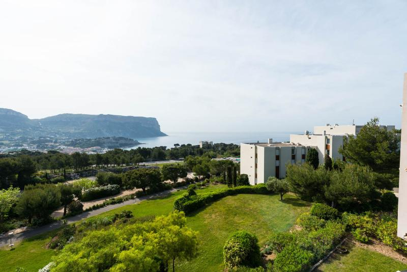 The residence overlooking the Bay of Cassis