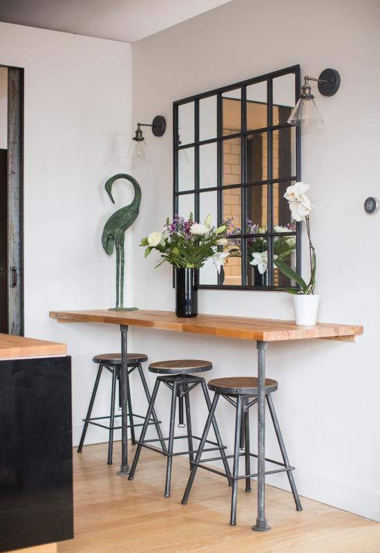 Sociable breakfast bar and kitchen area