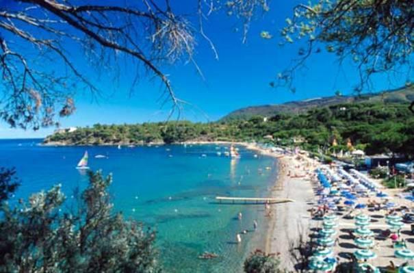 Grazioso bilocale a 50 mt dalla spiaggia, holiday rental in Naregno