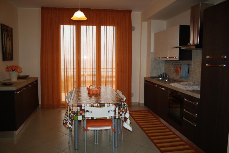 Nuovissimo appartamento sul lungomare di S. Agata., vacation rental in Acquedolci