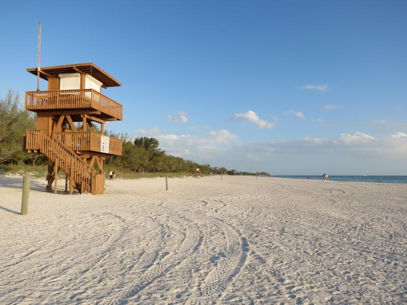 Family friendly Coquina beach, a 10 minute drive from the condo.