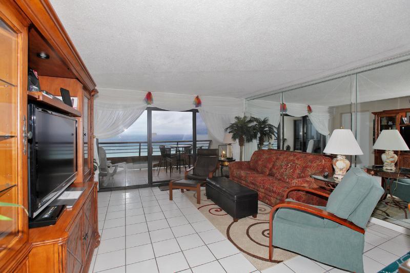 Family Room w/ Gulf Views