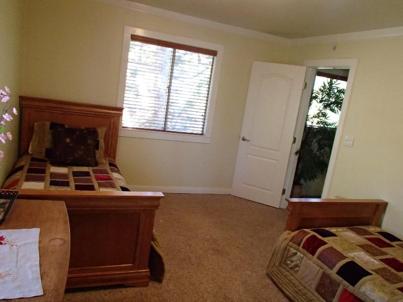 Extra Bedroom with twin Trundel beds