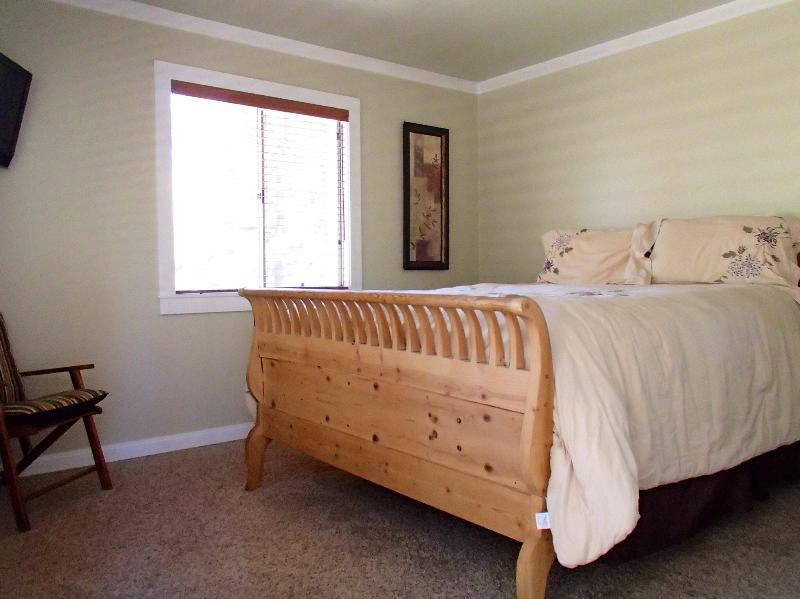 Main Bedroom with Queen Size Bed and Balcony