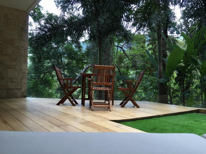 TOP QUALITY LIVING IN THE HEART OF NATURE, Ferienwohnung in Kamala