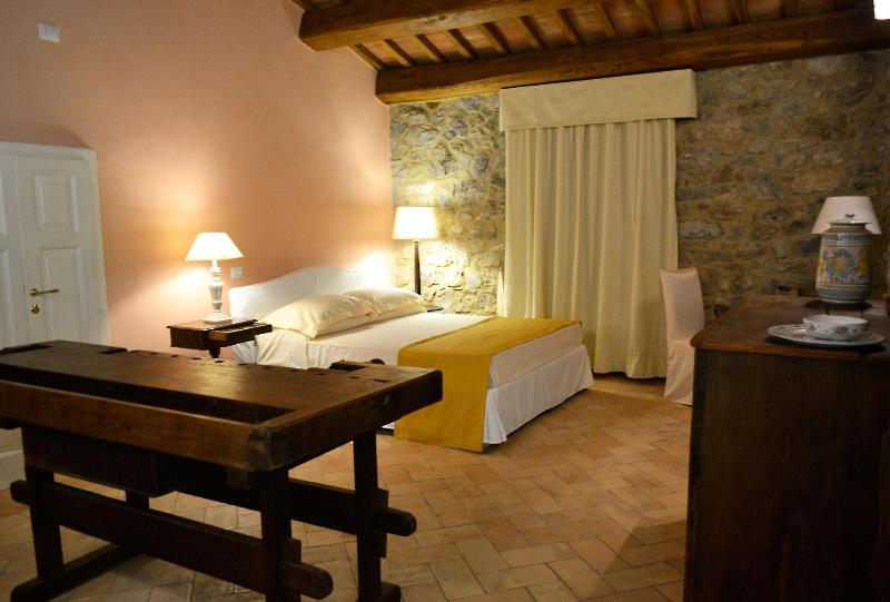 La Locanda di Artemide, elegante camera per due, vacation rental in Catabbio
