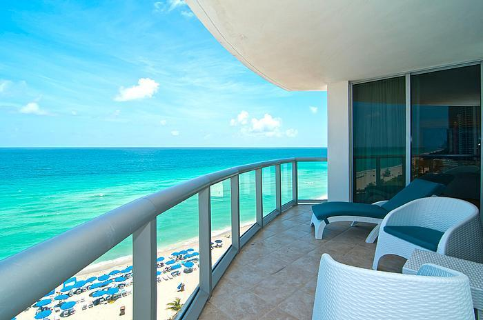 $300/n THIS WEEK Oceanfront w/Balcony & Kitchen, holiday rental in Sunny Isles Beach