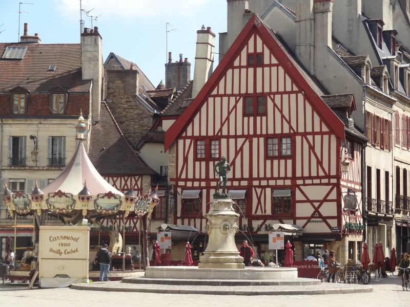 Place François Rude à 500m